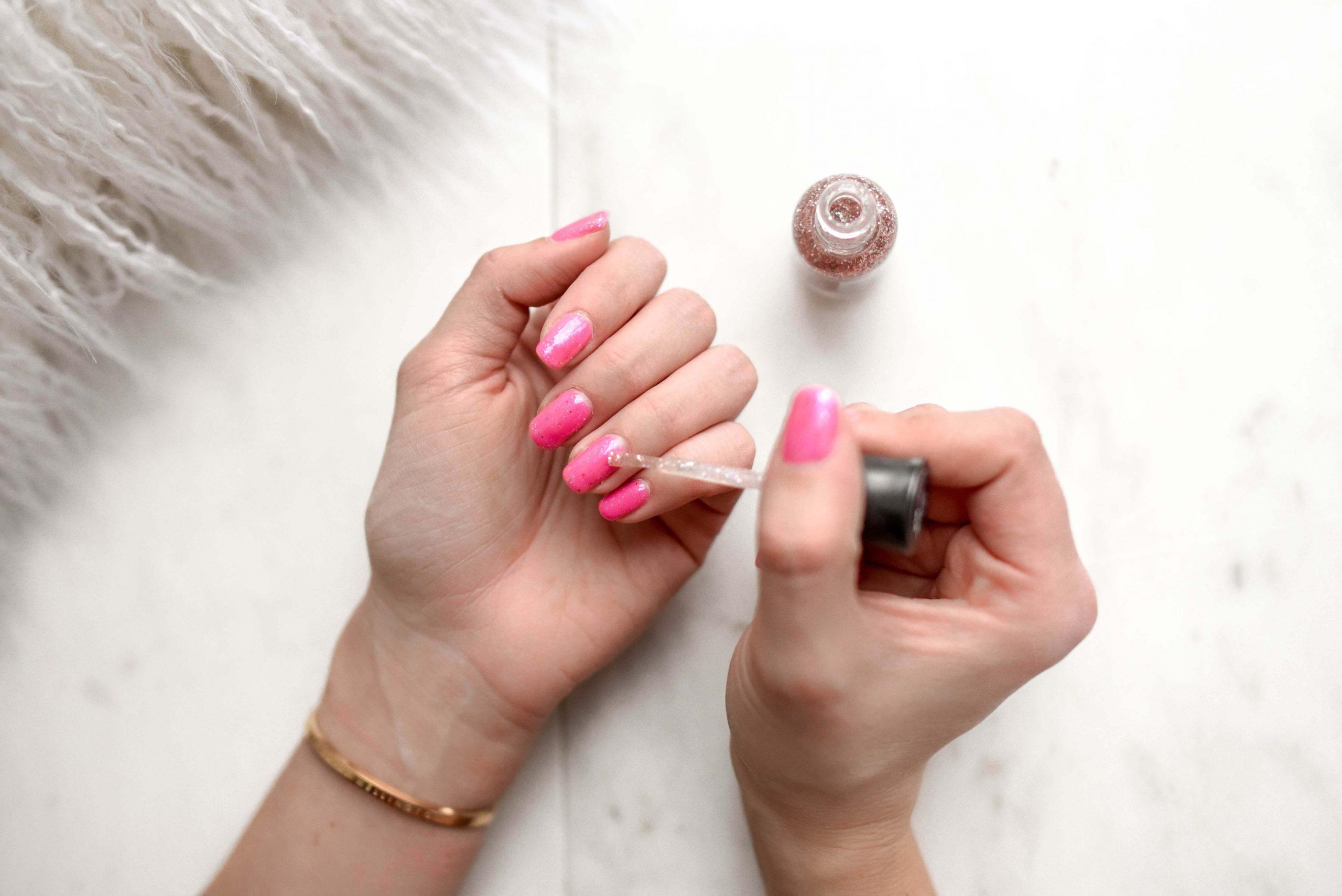 Deze fouten maakt iedereen bij glitter nagellak
